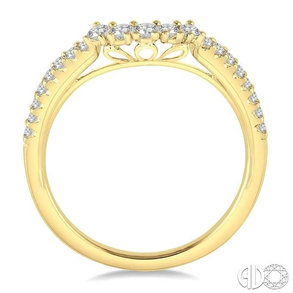 1/3 Ctw Round Diamond Wedding Band in 14K Yellow Gold Image 3 Becker's Jewelers Burlington, IA