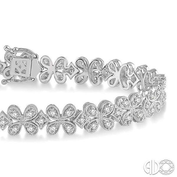 1 1/2 Ctw Floral Link Diamond Bracelet in 14K White Gold Image 2 Becker's Jewelers Burlington, IA