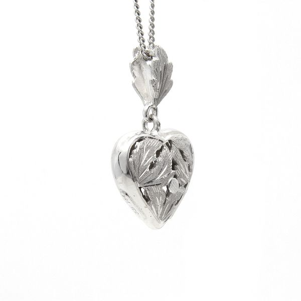 18k 3d Puffed Heart Medal Necklace Image 2 Arezzo Jewelers Chicago, IL