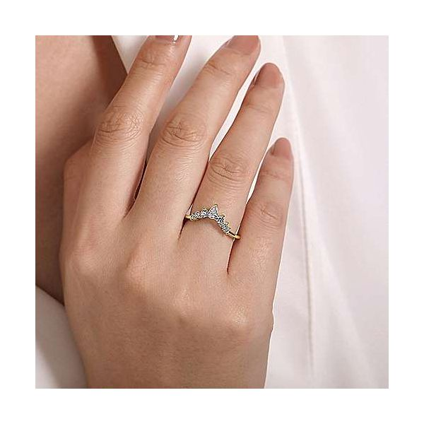 Pear Shaped Contour Graduated Diamond Wedding Band Image 3 Carter's Jewelry, Inc. Petal, MS