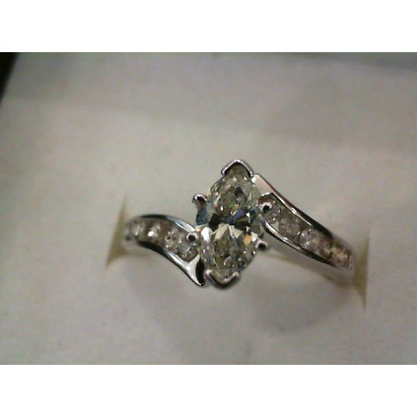 Engagement Ring Chipper's Jewelry Bonney Lake, WA