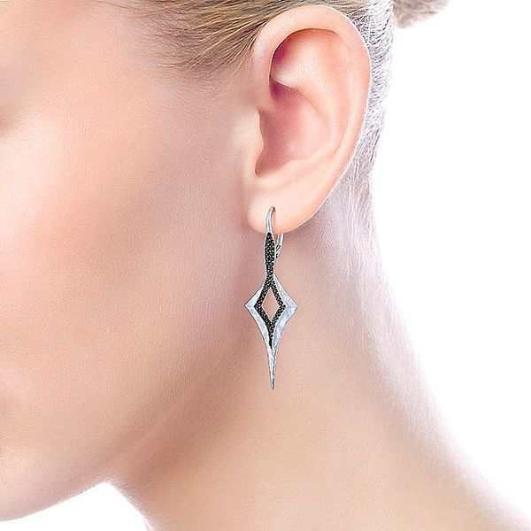 Gabriel & Co Sterling Silver Elongated Hammered Kite Earrings With Black Spinel Image 3 David Scott Fine Jewelry Panama City Beach, FL