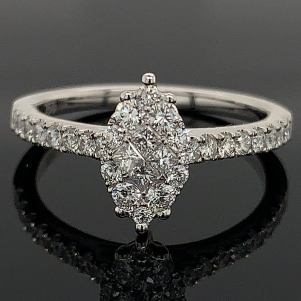 18K White Gold and Diamond Engagement Ring Gerald's Jewelry Oak Harbor, WA