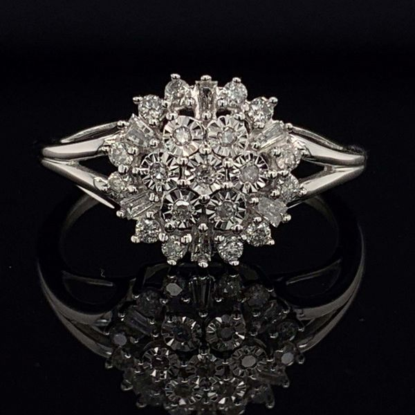 10K White Gold And Diamond Ladies Cluster Fashion Ring Gerald's Jewelry Oak Harbor, WA