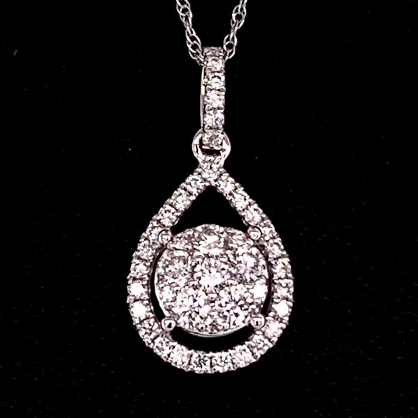 18K White Gold And Diamond Cluster Pendant Gerald's Jewelry Oak Harbor, WA