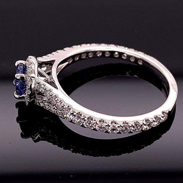 18K White Gold Tanzanite and Diamond Ring Image 2 Gerald's Jewelry Oak Harbor, WA
