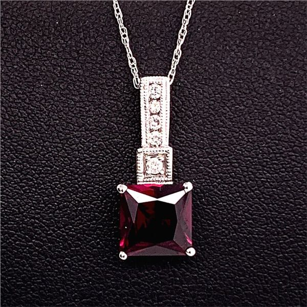 Garnet and Diamond Pendant Gerald's Jewelry Oak Harbor, WA