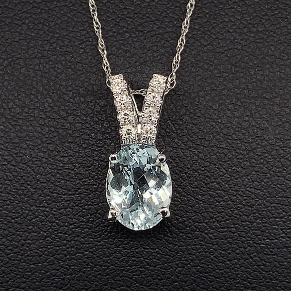 Aquamarine and Diamond Pendant Gerald's Jewelry Oak Harbor, WA