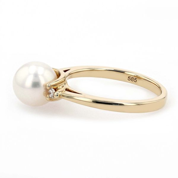 0.06ct Diamond and White Freshwater Pearl Ring set in 14kt Yellow Gold Image 2 La Mine d Or Moncton, NB