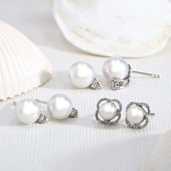0.10ct Diamond and White Akoya Pearl Stud Earrings set in 14kt White Gold Image 3 La Mine d Or Moncton, NB