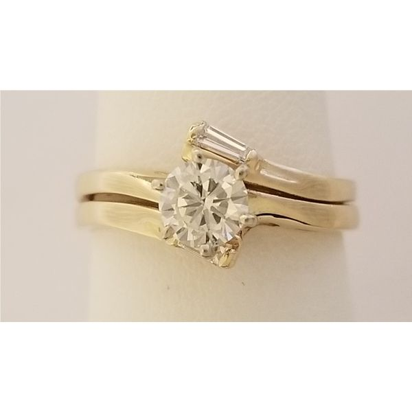 Items that are on consignment or are preowned Miller's Fine Jewelers Moses Lake, WA