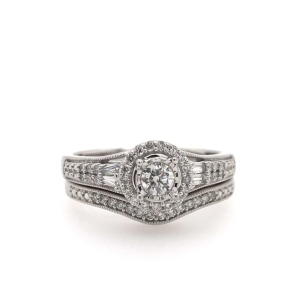 10k White Gold 0.38ctw Diamond Halo Bridal Set With 0.16ctw Round Center Robert Irwin Jewelers Memphis, TN