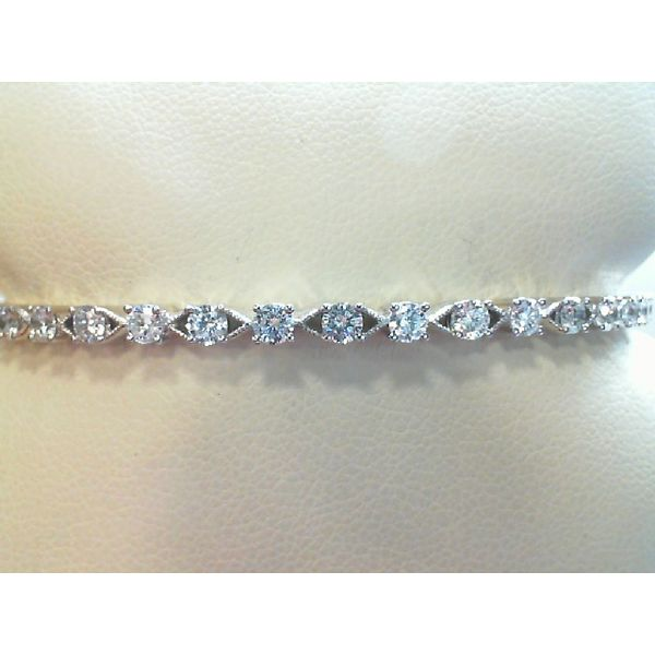 14kt White Gold Round Diamond Hinged Bangle Bracelet Sanders Diamond Jewelers Pasadena, MD