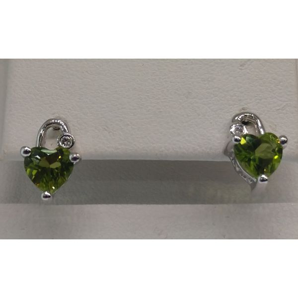14K White Gold 6x6 Heart Shape Peridot with 2) .02tw Rd Diamonds Stud Earrings Swede's Jewelers East Windsor, CT