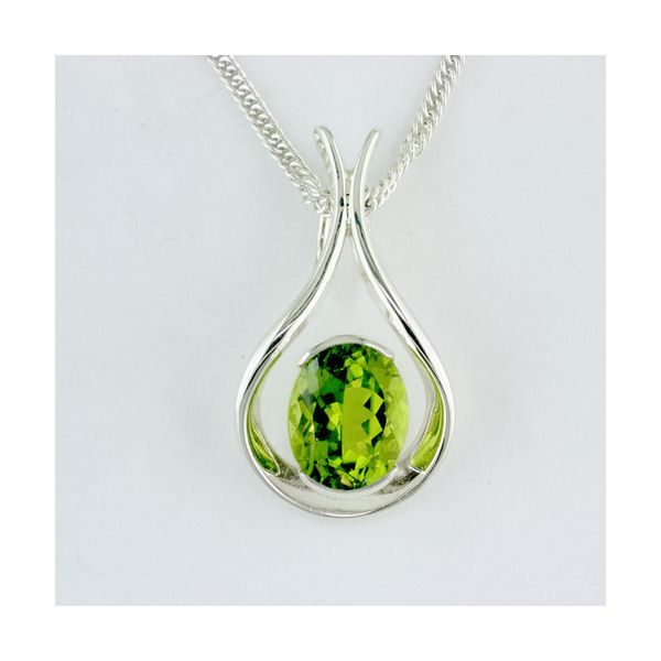 Tom Kruskal Hand Crafted Sterling Silver 9x7 Oval Peridot Raindrop Pendant on an 18