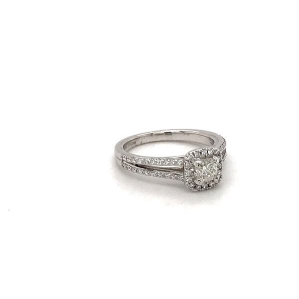 0.50CT CUSHION CUT 0.80TDW