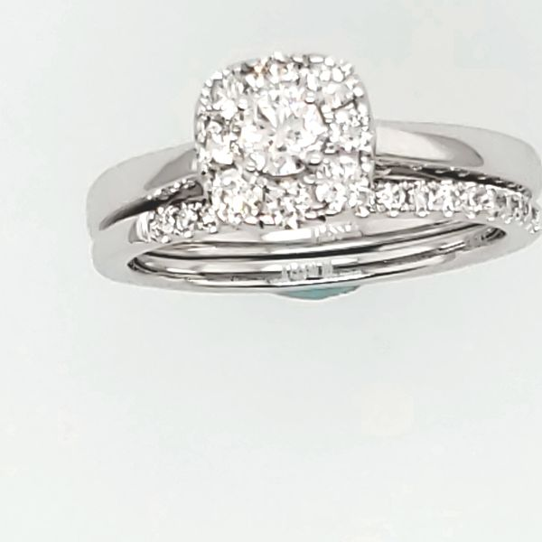 ENGAGEMENT RING AND WEDDING BAND Van Scoy Jewelers Wyomissing,
