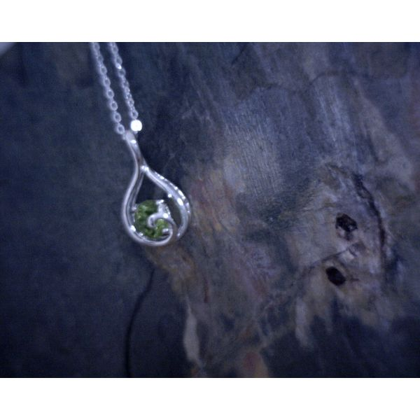 Round Peridot Contemporary 18