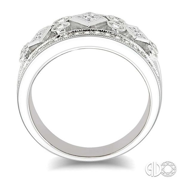 5/8 Ctw Diamond Fashion Ring in 14K White Gold Image 3 Grogan Jewelers Florence, AL