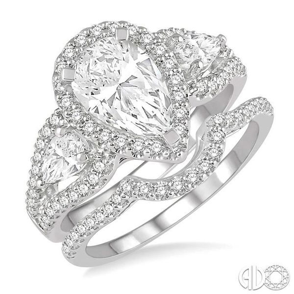 PEAR SHAPE DIAMOND WEDDING SET Robert Irwin Jewelers Memphis, TN