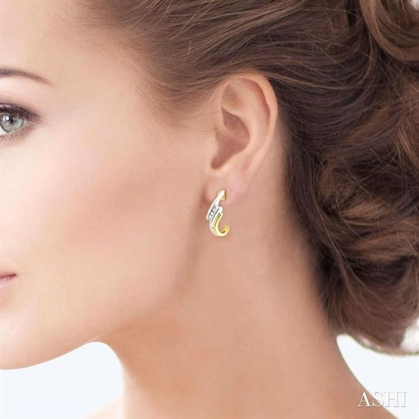 1/10 Ctw Round Cut Diamond Earrings in 14K Yellow Gold Image 4 Robert Irwin Jewelers Memphis, TN