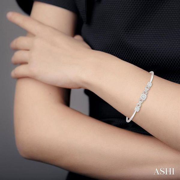3/4 Ctw Round Cut Diamond Lovebright Bracelet in 14K White Gold Image 4 Robert Irwin Jewelers Memphis, TN