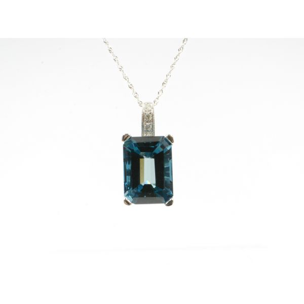 Blue Topaz Pendant Wyatt's Jewelers Seattle, WA