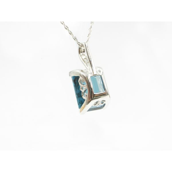 Blue Topaz Pendant Image 3 Wyatt's Jewelers Seattle, WA